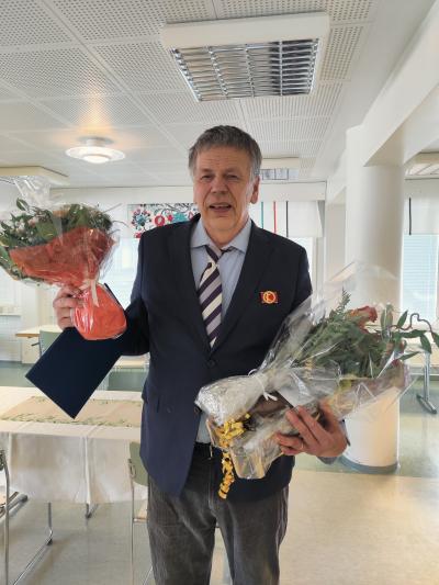 Pekka Salminen sai Suomen kuntaliiton ansiomerkin 40 vuoden palveluksesta.