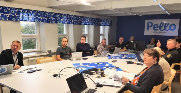 Pellon laajennettu johtoryhmä vahvistettuna Pelastuslaitoksen edustajalla kokoontui Pohjoinen21 -valmiusharjoitukseen Pellon kunnantalolle.